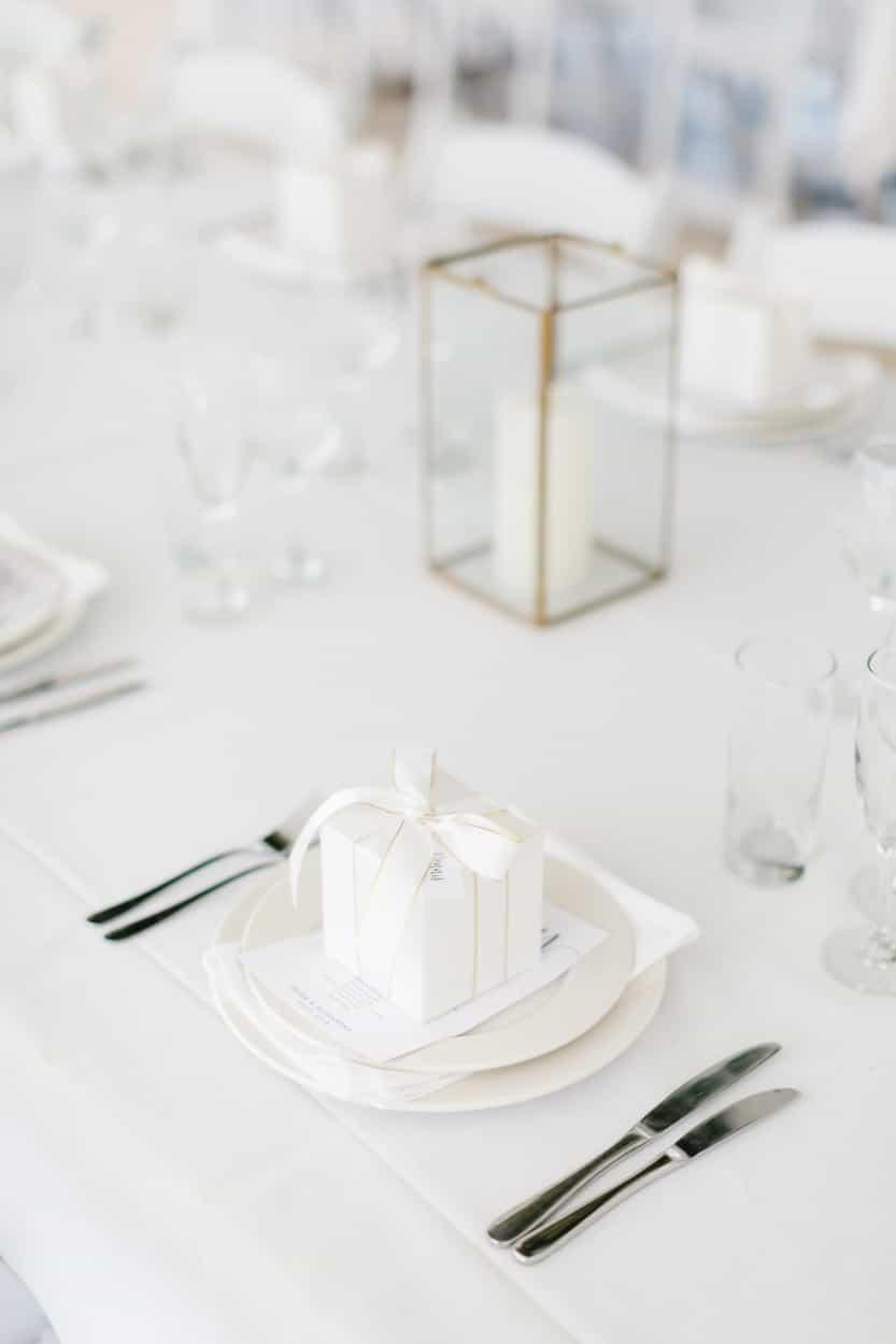 Modern table setting gift